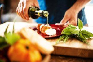 Aceite de oliva virgen extra Noviembre, salud y dieta mediterranea
